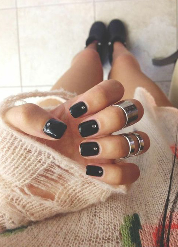 Black-faux-diamonds-midi-rings-gigiandnini-style