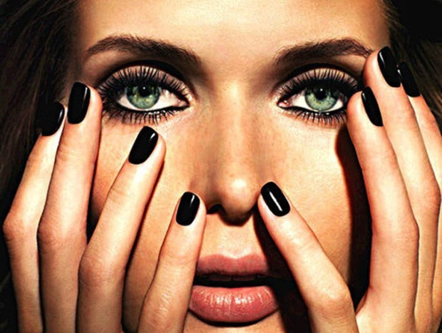 Classic-black-nail-polish-gigiandnini-style
