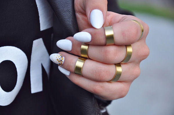 WHITE-NAILS-DASH-OF-GOLD